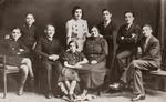 Benjamin und Sarah Moszkowicz mit ihren sieben Kinder (1937)
