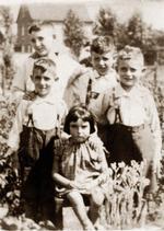 Die Geschwister: Hermann, David, Aron (Amo), Imo (ganz rechts), Gisela (Ahlen, um 1930)