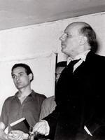 Der Regieassistent Imo Moszkowicz mit Gustaf Gründgens bei den Proben zu  Barrault, Gide, Kafka »Der Prozess« (1948)